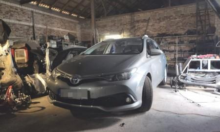 Kradli Toyoty w Niemczech, demontowali na części pod Tłuszczem