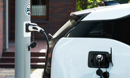 Samorządy chcą być ekologiczne – biorą się za elektromobilność