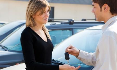 Jak dobrze wynająć auto na wakacyjny wyjazd?