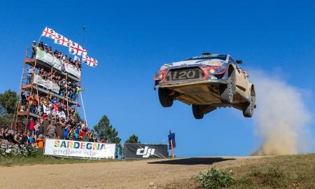 Toyota broni na Sardynii pozycji lidera w WRC