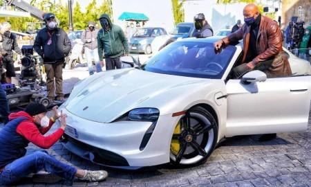 Porsche Taycan okazał się za mały dla Dwayne'a Johnsona