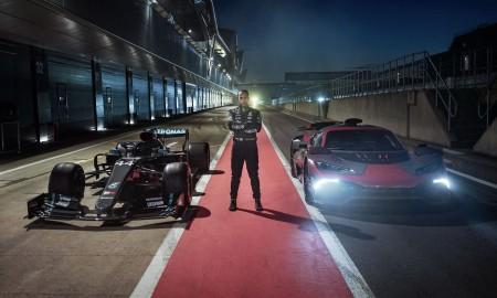 Lewis Hamilton zostaje z Mercedesem
