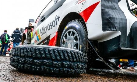 Toyota Yaris WRC na długim kolcu