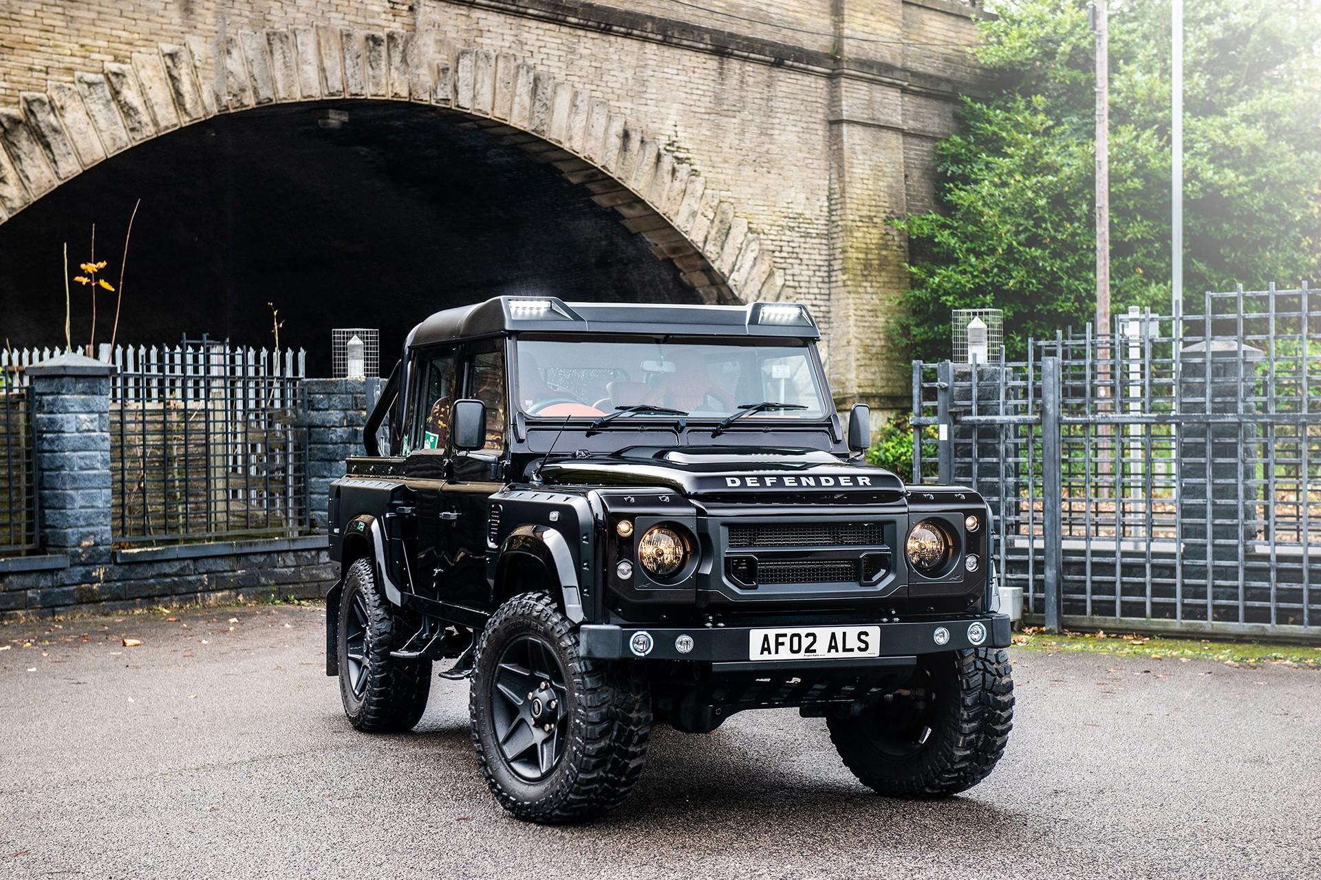 Land Rover Defender Pickup 2015 Kahn – Pożegnanie serii