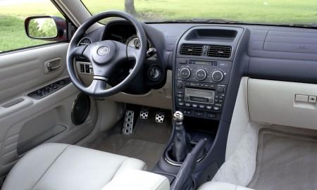 Lexus IS 300 z manualną skrzynią