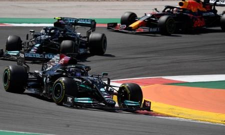 Lewis Hamilton znów pierwszy