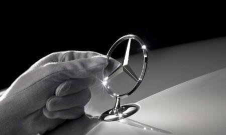 Tajniki Muzeum Mercedesa - emblemat na osłonie chłodnicy