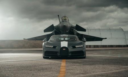 Bugatti Chiron Sport vs myśliwiec