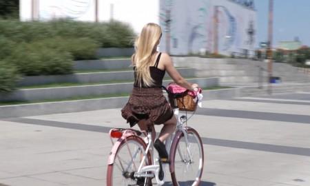 Zaledwie co czwarty Polak podczas podróży rowerem lub hulajnogą zakłada kask