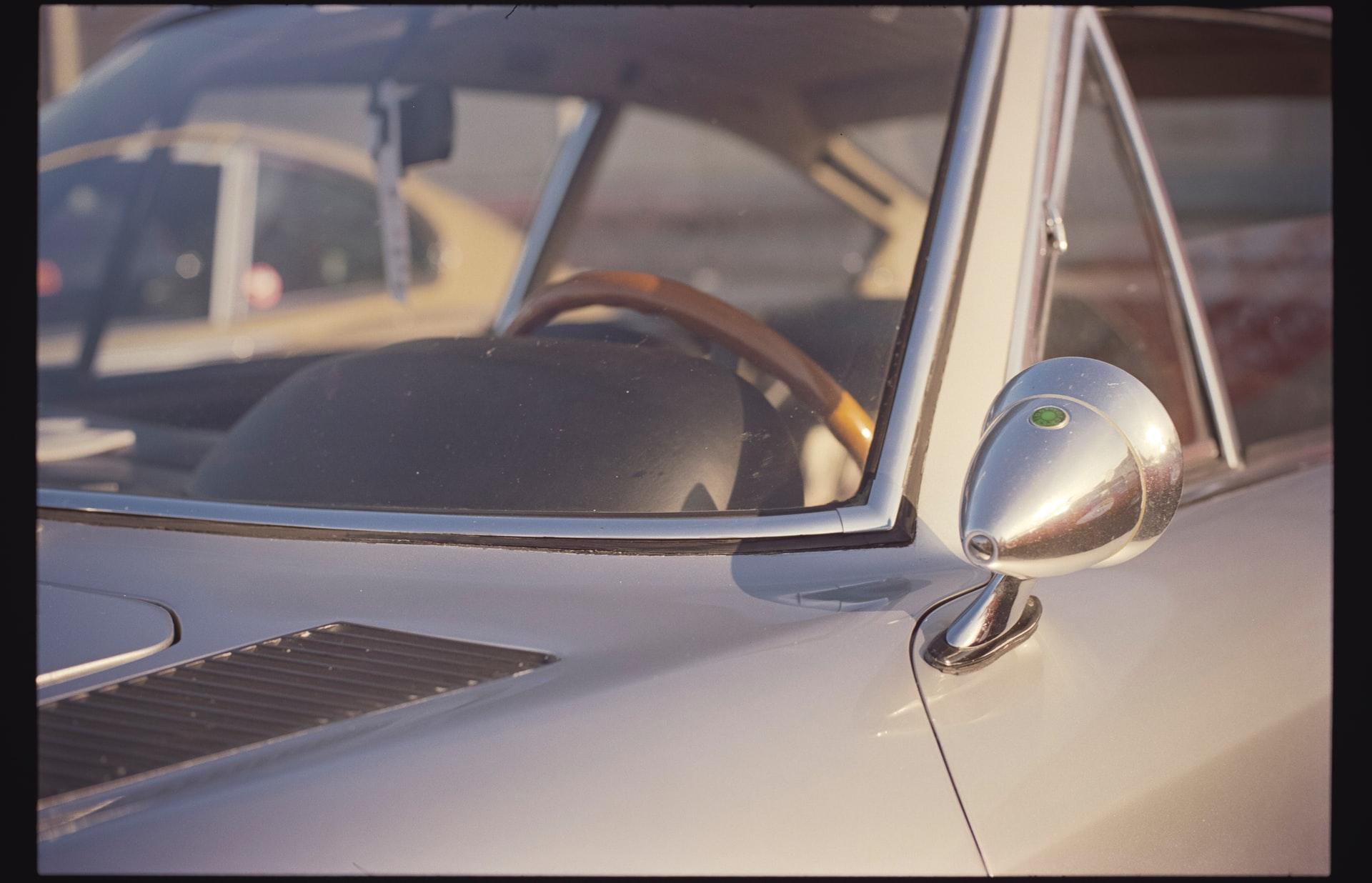 Gdyby James Bond chciał ubezpieczyć Astona Martina DB5…