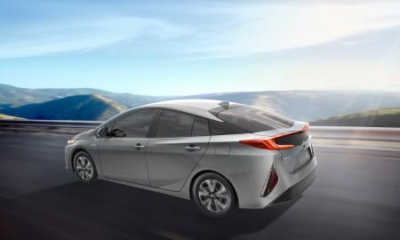 Toyota inwestuje w samochody elektryczne