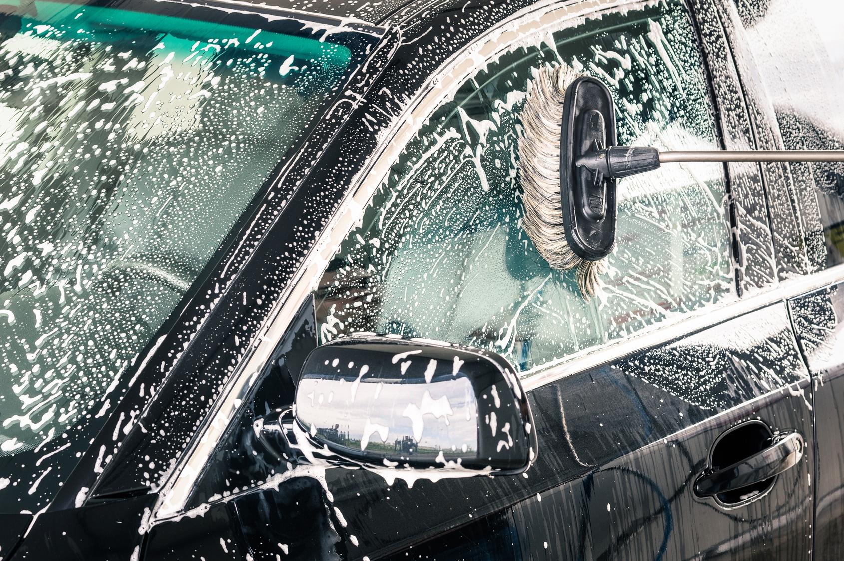 Za mycie samochodu możesz dostać mandat