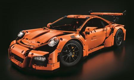 Porsche 911 GT3 RS w 2704 elementach