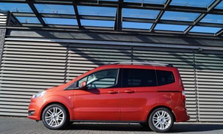 Ford Tourneo Courier 1,0 EcoBoost Titanium - Do różnych zadań
