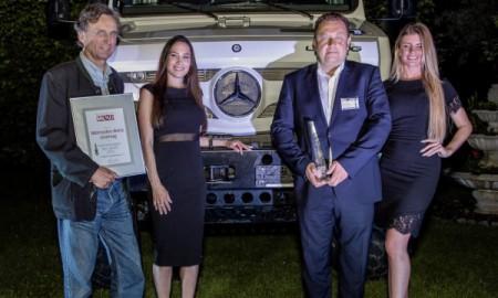 Mercedes Unimog Terenowym Samochodem Roku 2015