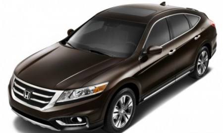 Honda wycofa model Crosstour