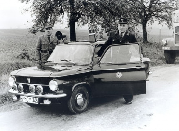 Policyjne wozy w Audi museum mobile