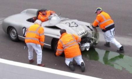 Klasyczny Jaguar i Mercedes zderzyły się w Goodwood