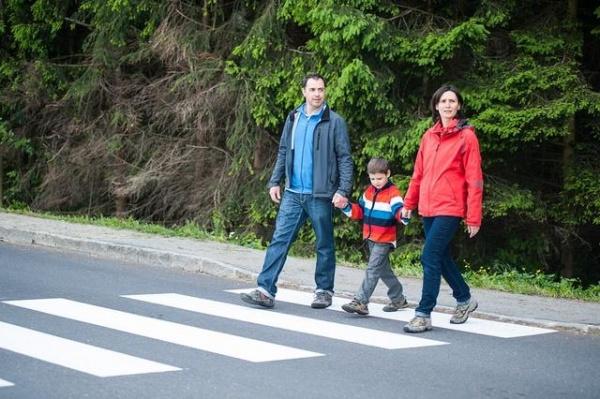Większe bezpieczeństwo pieszych dzięki podręcznikowi?