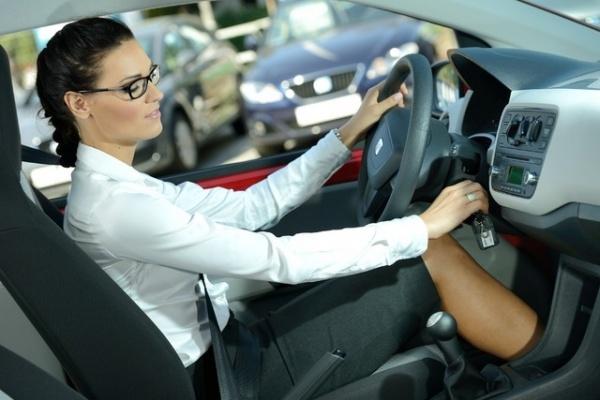 Więcej kobiet za kierownicą