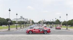 Červený vůz Škoda Superb speciálně upravený pro ředitele Tour de France by představen 23. června českým novinářům v Paříži.